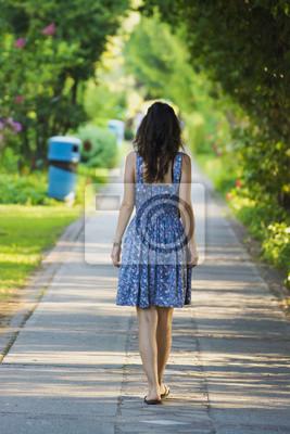 The Walking Frau