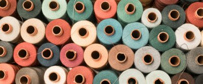Bild Threads in a tailor textile fabric: colorful cotton threads, birds eye perspective