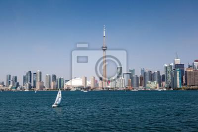 Toronto Skyline unter einem klaren blauen Himmel