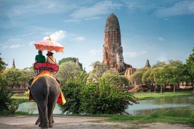 Bild Tourists on an elephant ride tour of the ancient city Ayutaya ,thailand