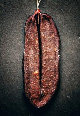 Bild Traditionelle armenischen Trockenfleisch vom Rind Räucherwurst Sudzhuk mit spic