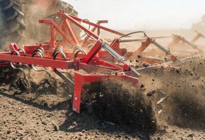 Bild Traktor bereitet Land