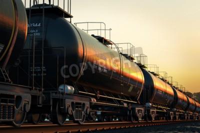 Bild Transport Tankwagen mit Öl während des Sonnenuntergangs.
