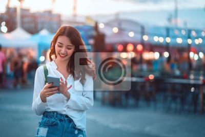 Bild Travel woman in street market