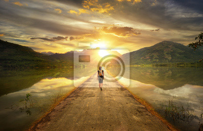Bild Traveler walking along the road to the mountains