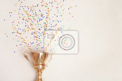 Bild Trophy and confetti on light background, top view with space for text. Victory concept