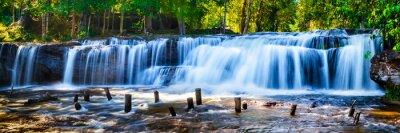 Bild Tropischer Wasserfall im Dschungel mit Bewegungsunschärfe