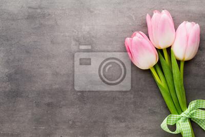 Bild Tulip auf dem grauen Hintergrund.