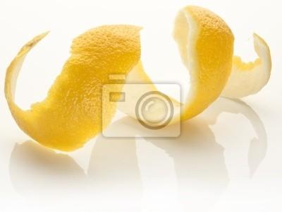 Bild Twist of Schalen von Zitrusfrüchten auf weißem Hintergrund.