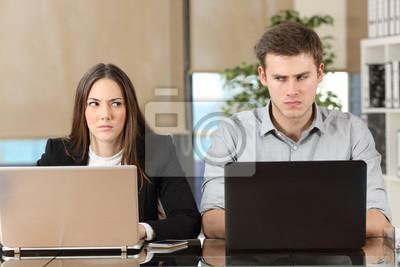 Bild Two angry businesspeople disputing