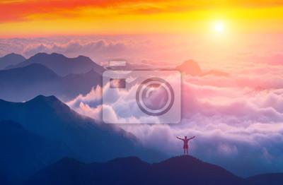 Über dem Meer der Wolken