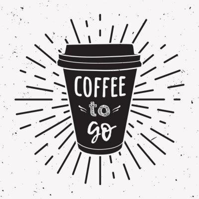 """Bild Vektorillustration einer Kaffeetasse zum Mitnehmen mit der Phrase """"Coffee to go"""" und Vintage-Lichtstrahlen.  Zeichnung für Getränke- und Getränkekarte oder Café-Design."""