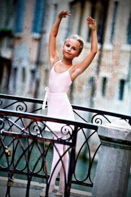 Bild Venedig, Italien - schöne Ballerina auf der Brücke in Venedig