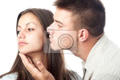 Verärgerte Frau lehnt ihren Freund, isoliert auf weiss