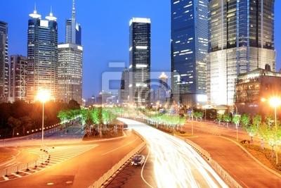 Verkehr in Shanghai bei Nacht