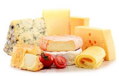 Bild Verschiedene Sorten von Käse isoliert auf weißem Hintergrund