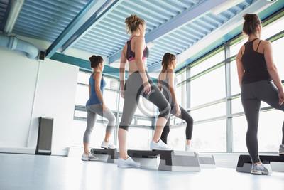 Vier Frauen bei Aerobic