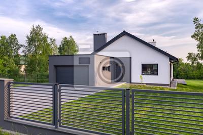Villa Mit Zaun Und Garage Leinwandbilder Bilder Die Landschaft