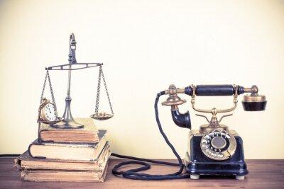 Bild Vintage alten Telefon, Waage mit Uhren und Geld, Bücher
