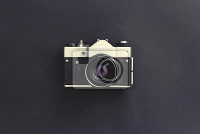 Vintage kamera auf einem dunklen hintergrund filmkameras die