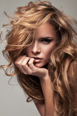 Bild Vogue Style Portrait zarte blonde Frau