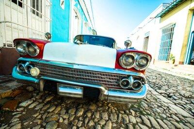 Bild voiture dans petite rue de Trinidad