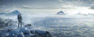 Bild Wanderer auf verschneiten Berggipfel