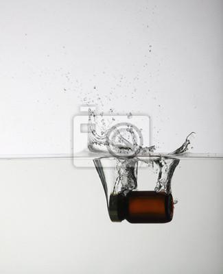 Bild Wasser Splash auf weißem Hintergrund.