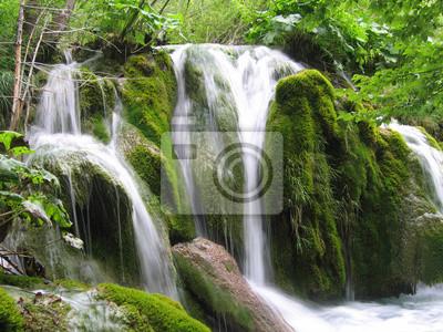 Wasserfall im Wald - Kroatien