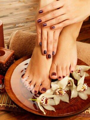 Bild weibliche Füße in Spa-Salon am Pediküre Verfahren