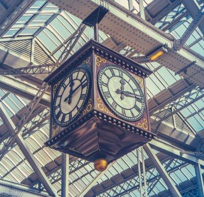 Bild Weinlese-Station-Uhr
