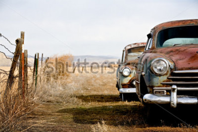 Bild Weinleseautos aufgegeben und im ländlichen Wyoming weg rosten