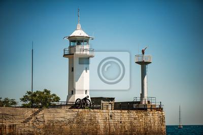 weiße Leuchtturm an der Strandpromenade von Jalta