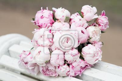 Weisse Und Rosa Pfingstrose Blumenstrauss Valentinstag