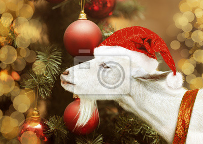 Weiße Ziege Halte in Weihnachtsmann-Hut