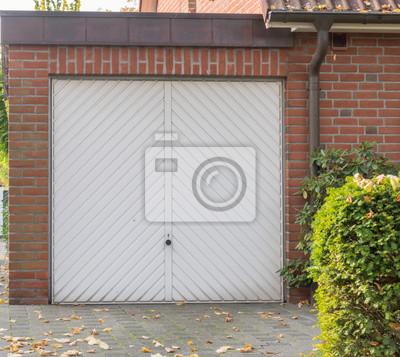 Garagentor holz grün  Weißes garagentor aus holz leinwandbilder • bilder Carport, Einbaum ...
