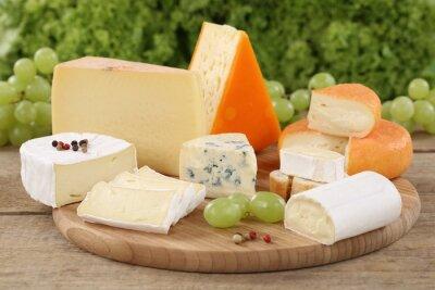 Bild Wie eine Auswahl Käse Camembert, Bergkäse und Schweizer Käse