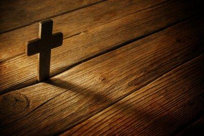 Bild wooden cross on wood background