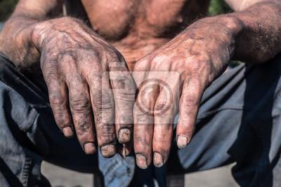 Bild Worker Hands. Worker Man with Dirty Hands.