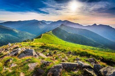 Bild Wunderschönen Sonnenuntergang in den Bergen im Sommer