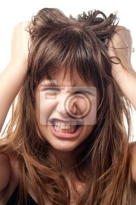 Wütend und frustriert Teenager-Mädchen mit Schleifen Zähne.