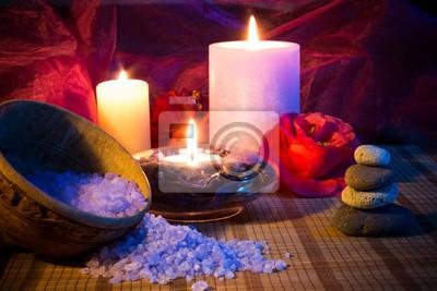 drei Kerzen Kamelien Steine und Salz