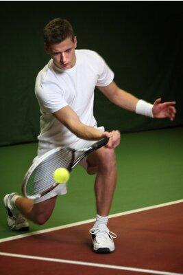 Bild Young man playing tennis
