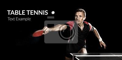 Young Sport Menschen Tennis-Spieler im Spiel auf schwarzem Hintergrund