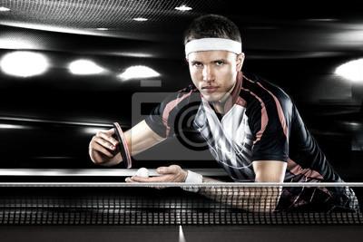 Young Sport Menschen Tennis-Spieler im Spiel auf schwarzem Hintergrund.