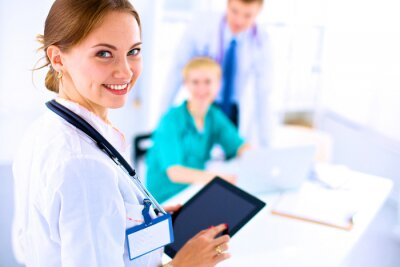 Bild Young woman  doctor holding a tablet pc