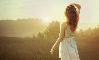Bild Ziemlich brünette Frau den Sonnenuntergang beobachten