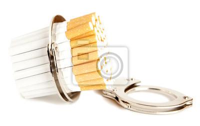 Zigaretten und Handschellen