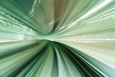 Bild Zug bewegt sich schnell im Tunnel