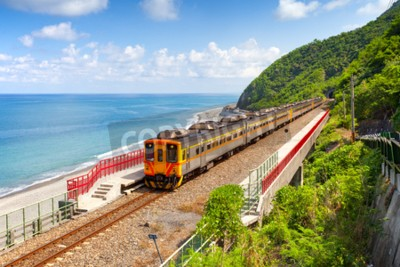 Bild Zug nähert sich der Duoliang Station in Taitung, Taiwan